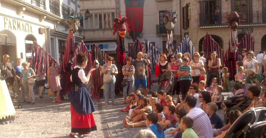 contar-en-la-calle-semana-medieval-ines-bengoa.jpg